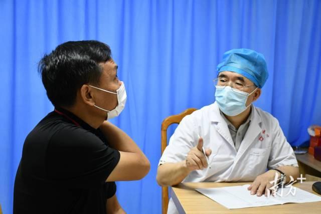 东莞市人民医院普外科主任、胃肠外科学科带头人李瑞平定期在黄江医院出诊。