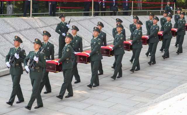 2020年9月28日,第七批在韩中国人民志愿军烈士遗骸安葬仪式在沈阳抗美援朝烈士陵园举行。
